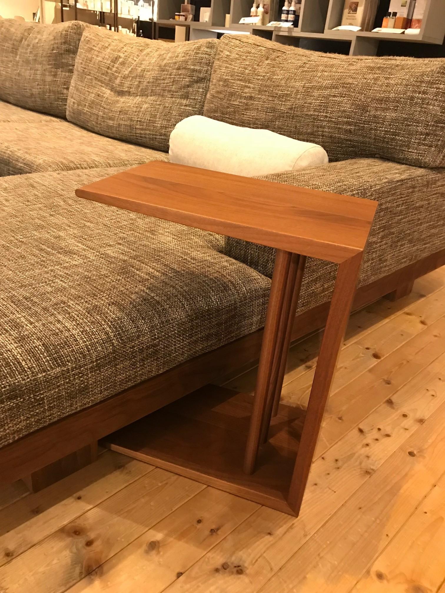 サイドテーブル14