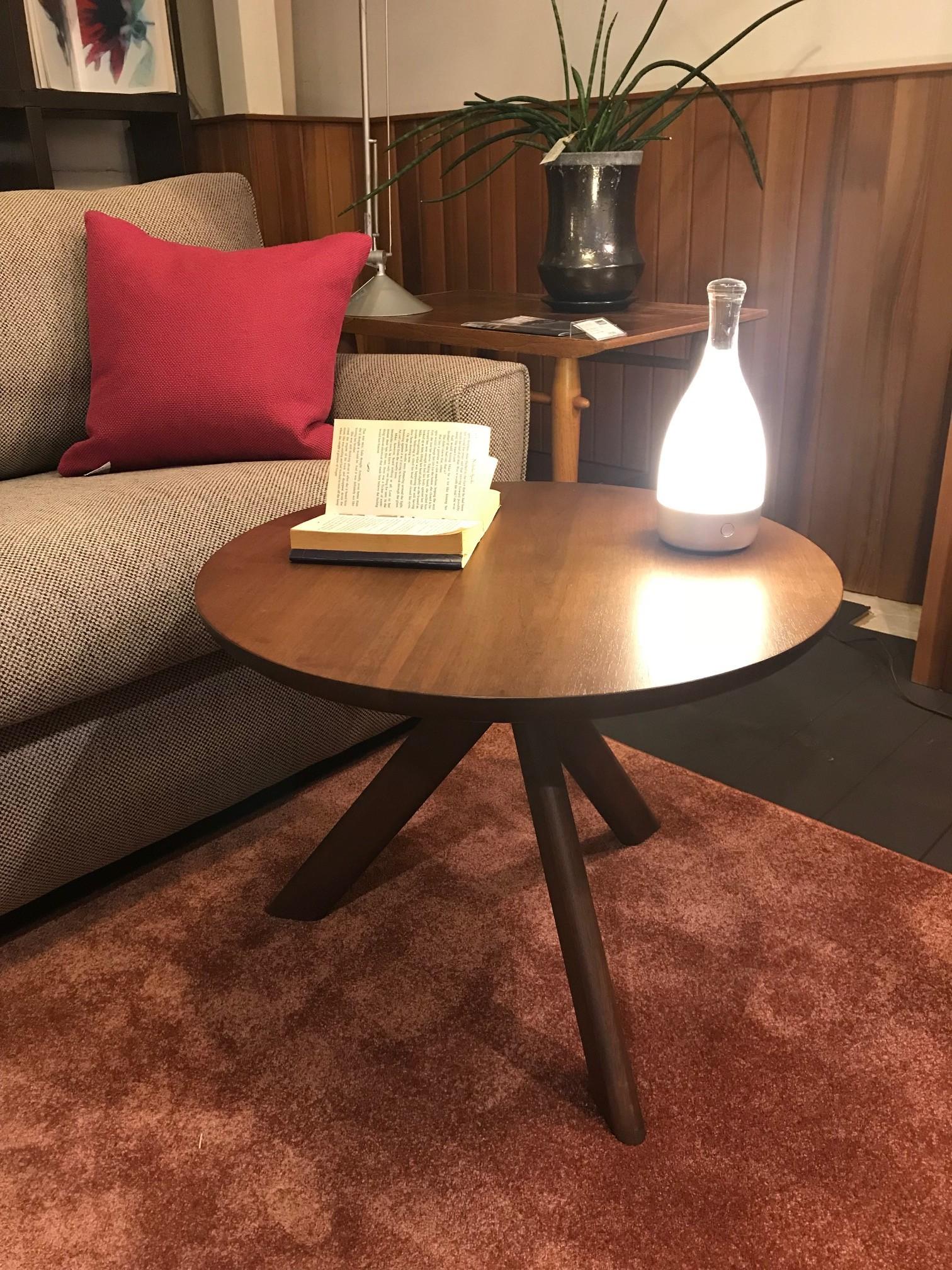 サイドテーブル1